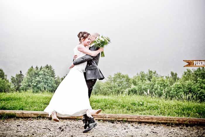 mariage champêtre robe_et_costume_mariés