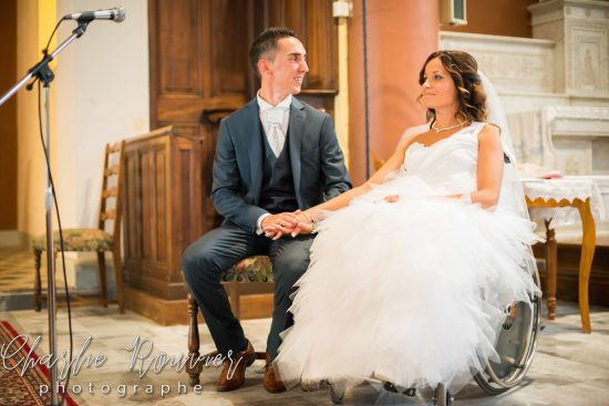 jeunes mariée en fauteuil roulant